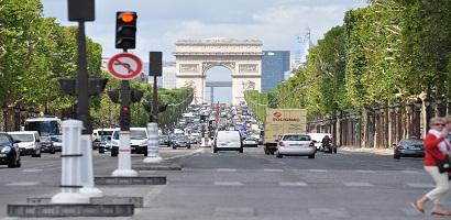 Les Champs-Elysées sortent du podium des rues les plus chères du monde